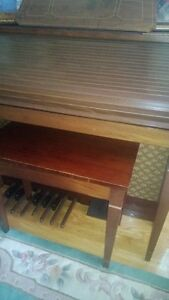 FARFISA ELECTRIC ORGAN WITH LESLIE SPEAKERS