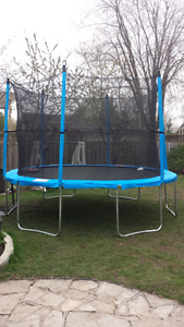 12ft trampoline missing safety enclosure
