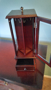 Bombay Necklace Cabinet