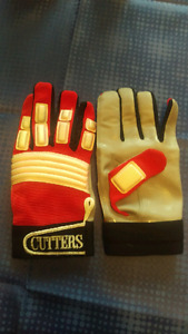 Cutters Football Gloves - Large