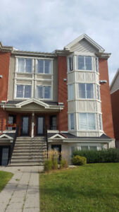 4 1/2 Brossard Condo w/ Outdoor Parking $1100/month