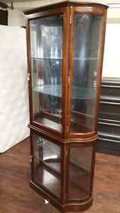 Wood/glass display cabinet excellent shape 160$ delivery 40$ Has