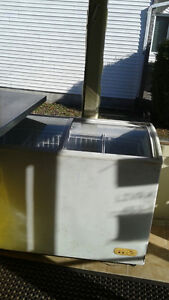 FREEZER ICE CREAM STYLE 400$ NEGOTIABLE West Island Greater Montréal image 1