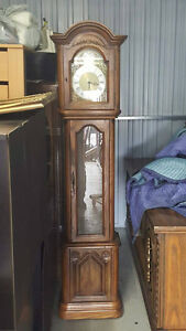 (2) petit armoire 175$  ,bureau antique etc NEG