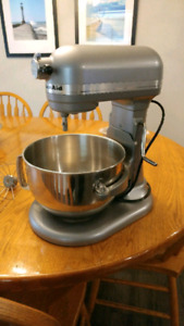 Kitchenaid Stand mixer and attachements