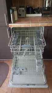BAS PRIX Lave-Vaisselle Frigidaire Gallery - Propre + Silencieux