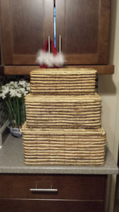 SET OF 3 NESTING BASKETS WITH HINGED LIDS