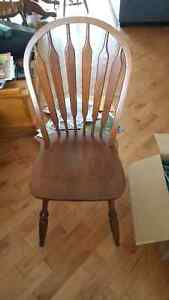 Small round table w/ four chairs Cambridge Kitchener Area image 3