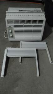AIR CONDITIONING UNIT / CLIMATISATEUR