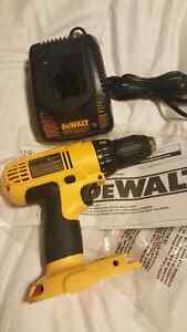 *NEW* DEWALT 18V Compact Drill / Driver and Charger