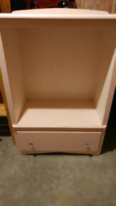 Little girl's Dress up chest.  Excellent condition