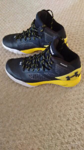Boys Under Armour Basketball Shoes-Size 6