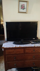 "32""tv with remote"