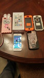(ROGERS/FIDO) 16GB IPHONE 5S INCLUDES CHARGER + 2 CASES + BOX