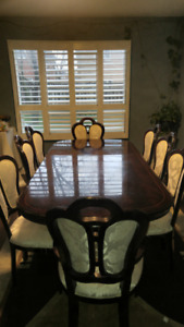 Dinning table with 8 chairs for sale