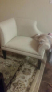 CHINTZ & COMPANY BEAUTIFUL ARM CHAIR