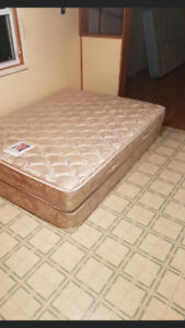 Queen Mattress / Boxspring set / can deliver