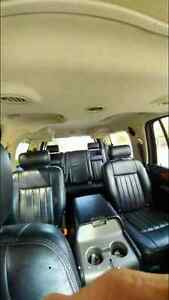 2003 Lincoln navigator $3000 non negotiable