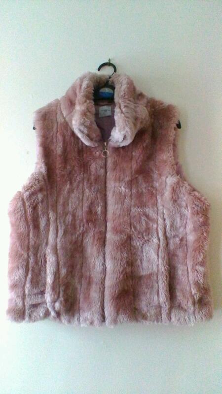 8d7ff92b491b9 New Look Ladies Faux Fur Sleeveless Jacket