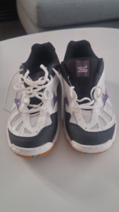 Mizuno Women's Wave Hurricane Indoor Court Shoes (Size 10)