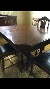 Antique dining room table w/ 6 chairs