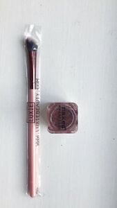 Naked Cosmetics shimmer eyeshadow, includes an application brush