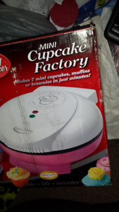 BETTY  CROCKER MINI CUP CAKE MAKER