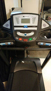 Treadmill, Folding, Great condition - Xterra XT958