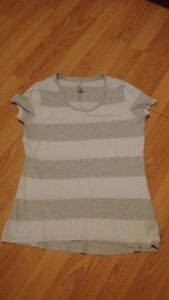 9 tops for shorter women or teenagers(sizes small and medium) Gatineau Ottawa / Gatineau Area image 10