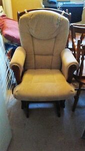 Delivery Available - Glider Rocking Chair