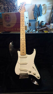 Tracer Vintage Strat Style Guitar (By Peavy) with case