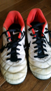Youth Soccer Shoes - size 4