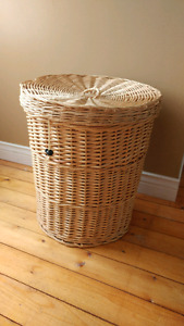 Laundry hamper w/lid & removable laundry bag - Conway/Digby area