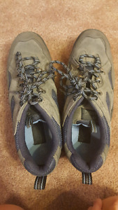 Spalding Womens Hiking Shoes. Size 10.