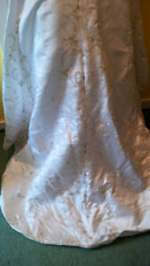 wedding dress small size will have to been cleaned