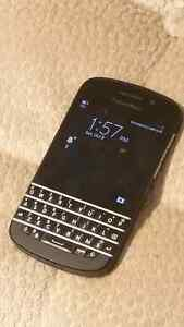 Mint Blackberry Q10 32gb And Charger