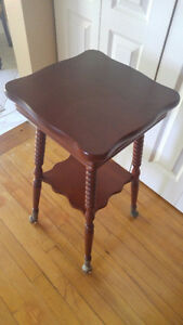 Mahogany table great for a lamp or entrance glass feet London Ontario image 4
