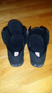 ★★➤ NEW PRICE -- Foamtread Adjustable Slipper - EXCELLENT COND Stratford Kitchener Area image 2