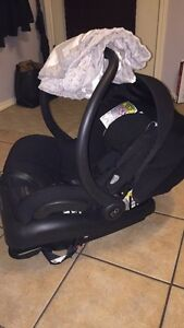 Maxi Cosi Mico AP Infant Car Seat and Cover