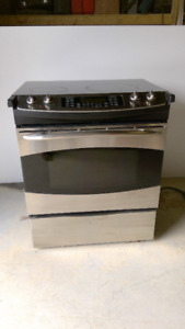 GE Stainless Steel Range with glass cook top