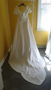 WEDDING GOWN CLEAROUT / ONLY $50 SIZES 6 - 18 MUST CLEAR