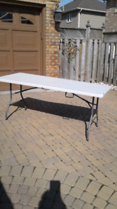 FOR LIVING FOLDING TABLE WITH CARRY HANDLE, 6 FOOT