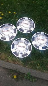 "4 caps de roue   gmc 12"" diametre"