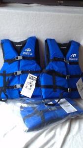 Veste de flottaison (3), neuves, 25$ chacune