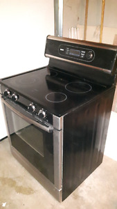 Bosch  Electric Range HES235c . Convection / Self cleaning