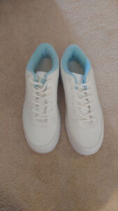 BRAND NEW WOMEN'S BOWLING SHOES
