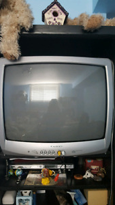 """18.5"""" box tv with a magasonic dvd player"""