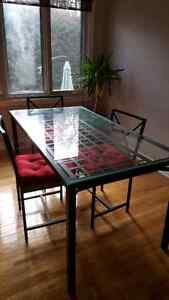 Table + 4 chaise + coussins
