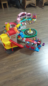 Little People village Fisher Price