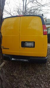 2011 Chevrolet Express Minivan, Van